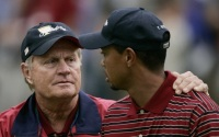 USA team captain Jack Nicklaus(L) puts a